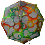 Intervención artistica sobre paraguas